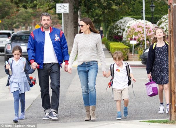 Ben Affleck and Jennifer Garner with kids
